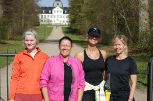 Fra venstre Ida, Lotte, træner Christin og Kristine